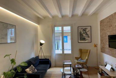 Piso en venta en Barcelona reformado con balcón en Gracia